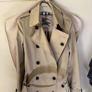 Women's Burberry Trench Coat. NWOT